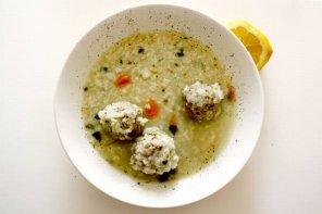 Zupa z awokado z klopsikami rybnymi