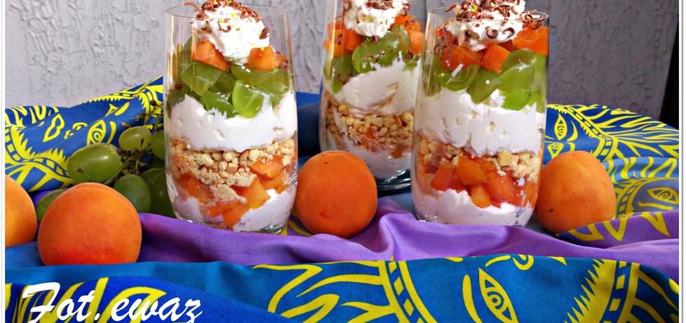 Słoneczny deser z morelą i winogronem (autor: zewa ...