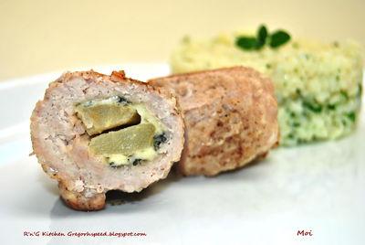 Roladki schabowe z gruszką i serem pleśniowym