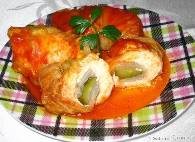 Piersi kurczaka zawijane w liście kapusty pekińskiej w sosie ...