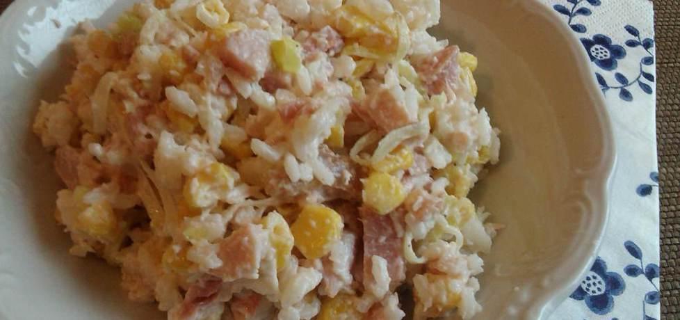 Ryżowa sałatka z wędzonym kurczakiem i porem (autor: konczi ...