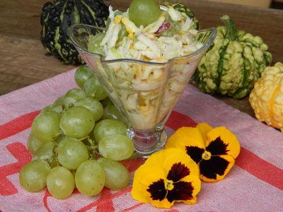Surówka z cukinii, pora, ogórka kiszonego i winogrona ...