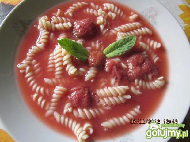 Przepis  zupa truskawkowa z makaronem przepis