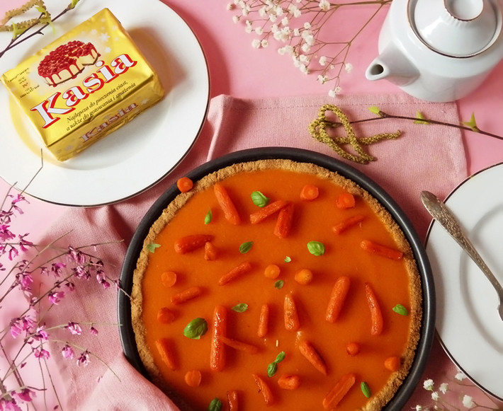 Marcepanowa tarta z marchewkową galaretką