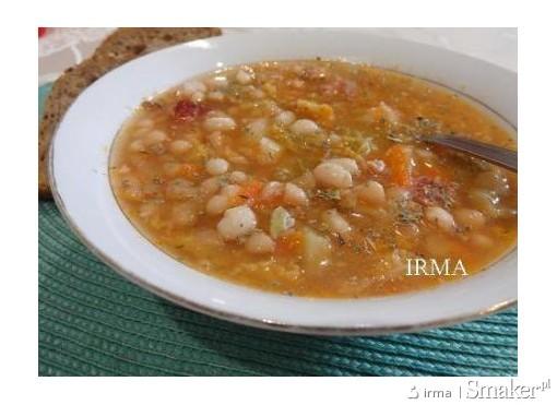 Zupa z kapusty włoskiej i fasoli