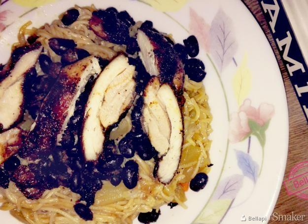 Kurczak w pięciu smakach z makaronem po chińsku