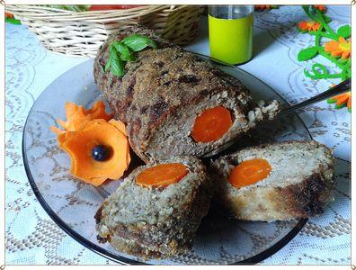 Rolada z mięsa mielonego z ryżem, grzybami i marchewką ...