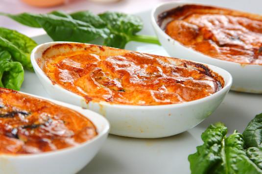 Tapas: jajka na pomidorach ze szpinakiem
