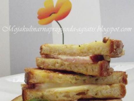 Przepis  chleb w jajku z szynką i serem smażony przepis