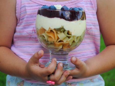 Przepis  makaronowy pucharek z owocami przepis