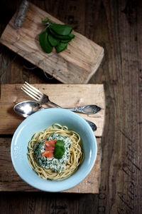 Spaghetti z ricottą, szpinakiem i łososiem