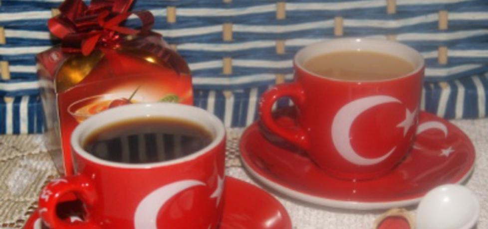 Kawa z muscovado, cynamonem i kardamonem parzona w kafetierce