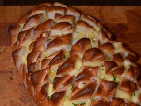 Przepis  chleb czosnkowy nadziewany serem przepis