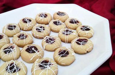 Ciasteczka z dżemem malinowym i białą czekoladą ...