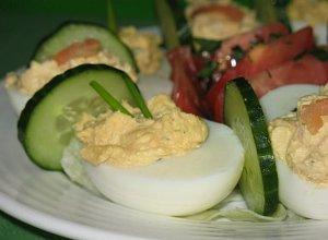 Jajka faszerowane parmezanem  prosty przepis i składniki