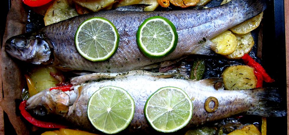 Pstrąg pieczony z ziemniakami, papryką i oliwkami (autor: brioszka ...