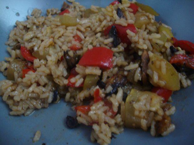 Przepis  ryżowe danie z cukinią w tle przepis