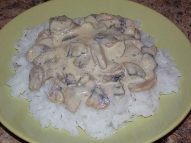 Przepis  ryż z sosem pieczarkowym przepis