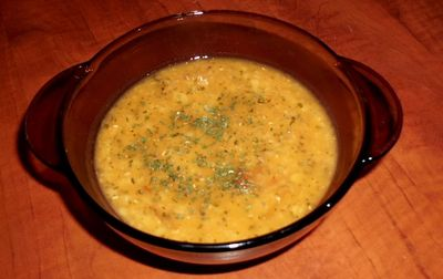 Rozgrzewająca zupa z soczewicy z dodatkiem curry i pomidorów ...