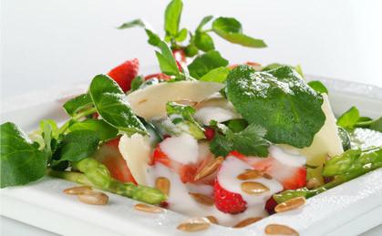 Sałatka z truskawek i szparagów