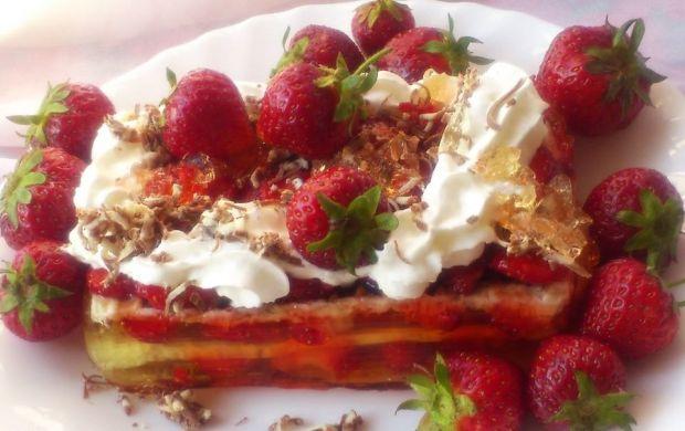 Przepis  wafle z truskawkami i galaretką przepis