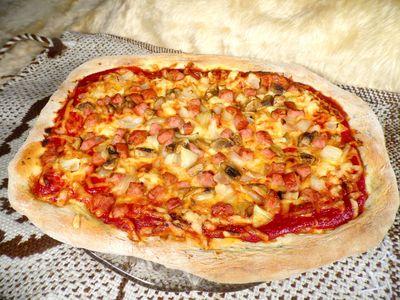 Chrupiąca pizza na ziołowym spodzie