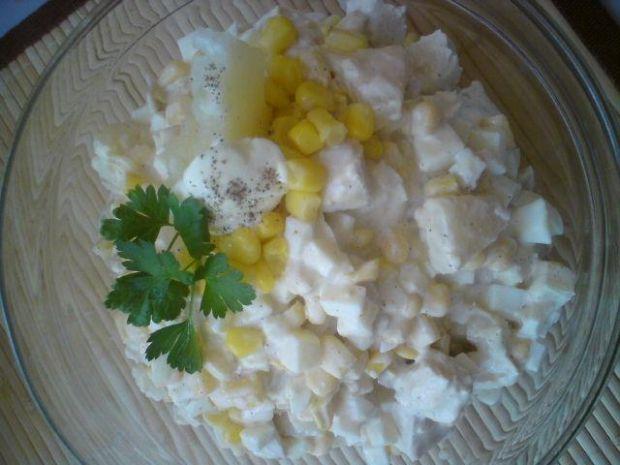 Bardzo smaczne: sałatka z kurczakiem i ananasem. gotujmy.pl