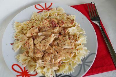 Kokardki z kurczakiem i suszonymi pomidorami