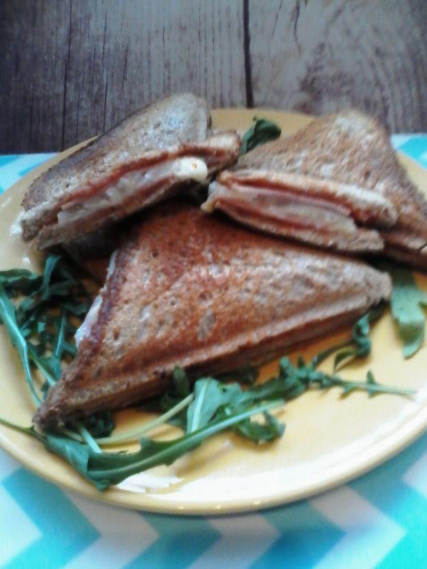 Przepis  tosty z szynką i selerem przepis