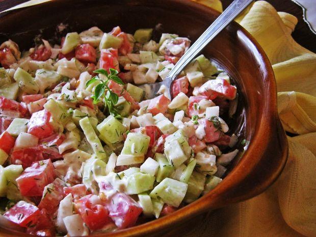Przepis  sałatka z pomidorem i koperkiem przepis