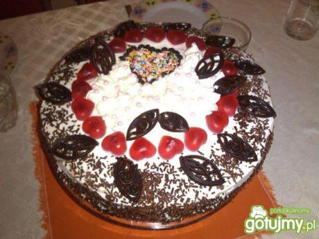 Przepis  tort z wiśniami i kremem śmiet.serowym przepis