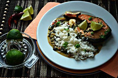 Jaśminowy ryż z łososiem w tajskim sosie curry