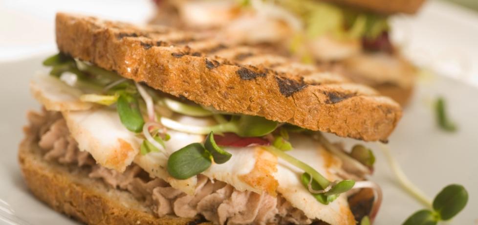 Grill: sandwich z pastą z tuńczyka i grillowanym kurczakiem (autor ...