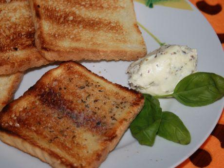 Przepis  grillowane tosty z masełkiem ziołowym przepis