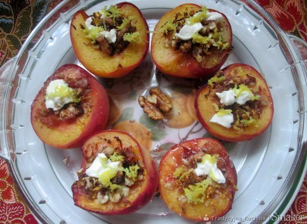 Włoski deser brzoskwiniowy