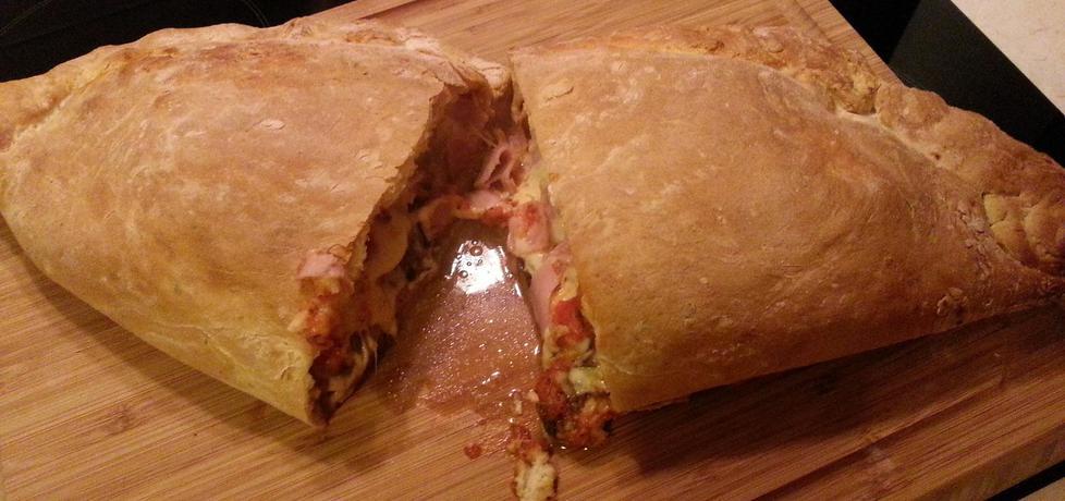 Pizza calzone z szynką i pieczarkami (autor: bertpvd ...