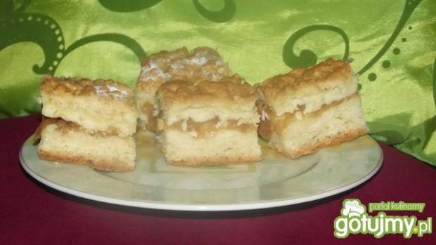 Przepis  ucierane ciasto z budyniem i jabłkami przepis