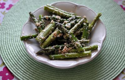 Zielone szparagi w sezamie