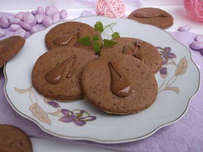 Kruche czekoladowe ciasteczka z kardamonem