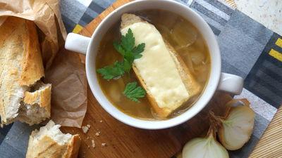 Zupa cebulowa na rosole