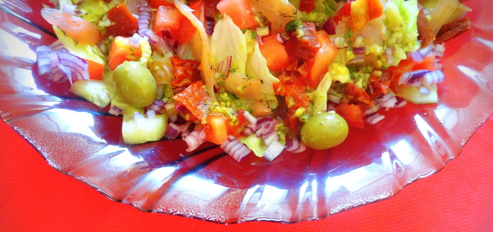 Sałatka z suszonymi pomidorami i wędzonym łososiem (autor ...
