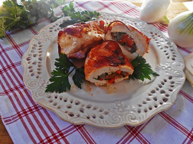 Przepis  pierś z kurczaka z papryką w boczku przepis