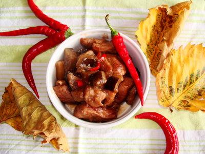 Rozgrzewający gulasz z cynamonem i chilli