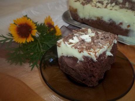 Przepis  cukiniowe ciasto ze śliwkami i pianką przepis
