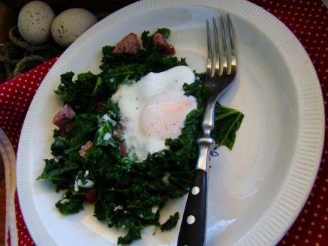 Przepis  jarmuż z jajkiem sadzonym przepis