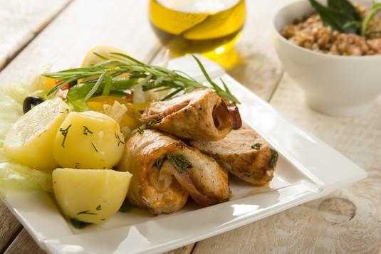 Pikantne roladki z kurczaka ze śliwką i oscypkiem