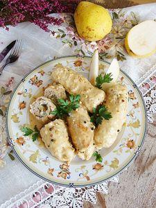 Roladki schabowe z gruszką, serem pleśniowym i orzechami ...