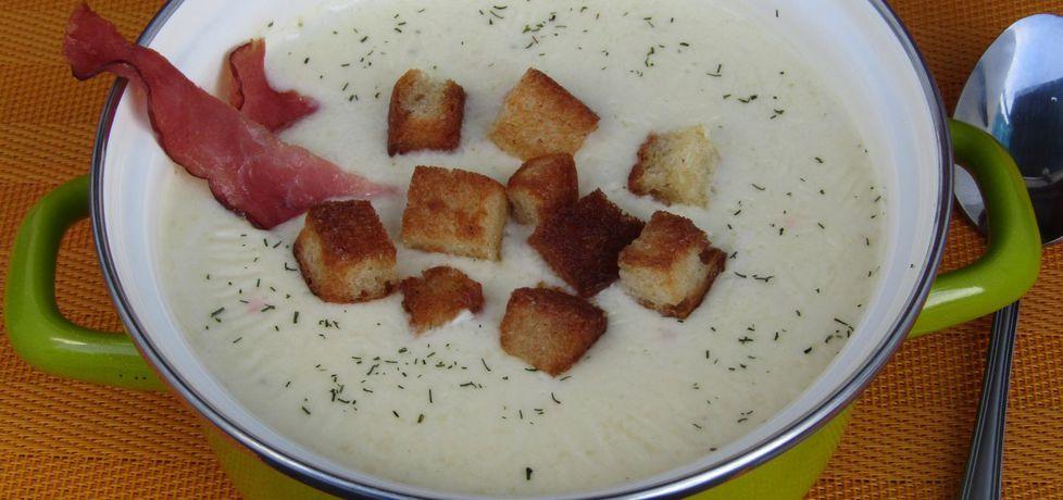 Zupa z serków topionych z grzankami i chipsami z szynki (autor ...