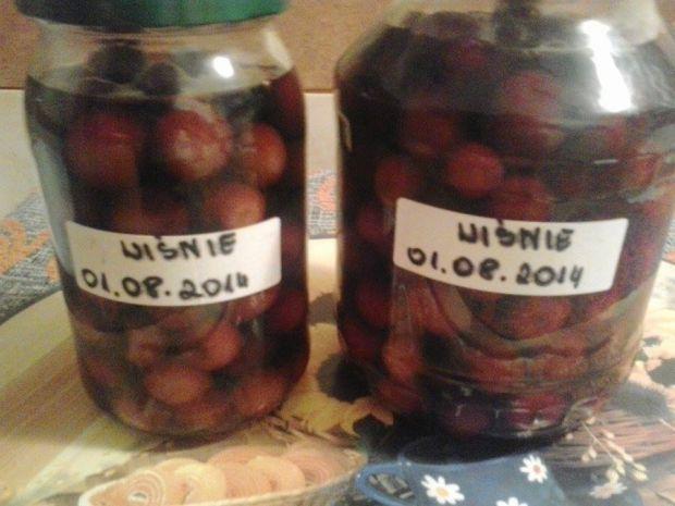 Przepis  kompot z wiśni na zimę w słoiczkach przepis