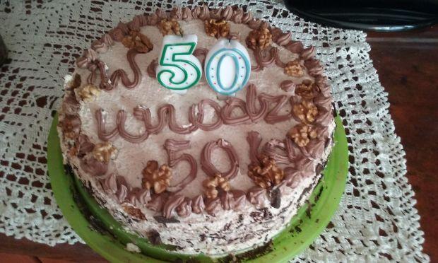 Przepis  tort orzechowo-kakaowy na 50-tkę przepis